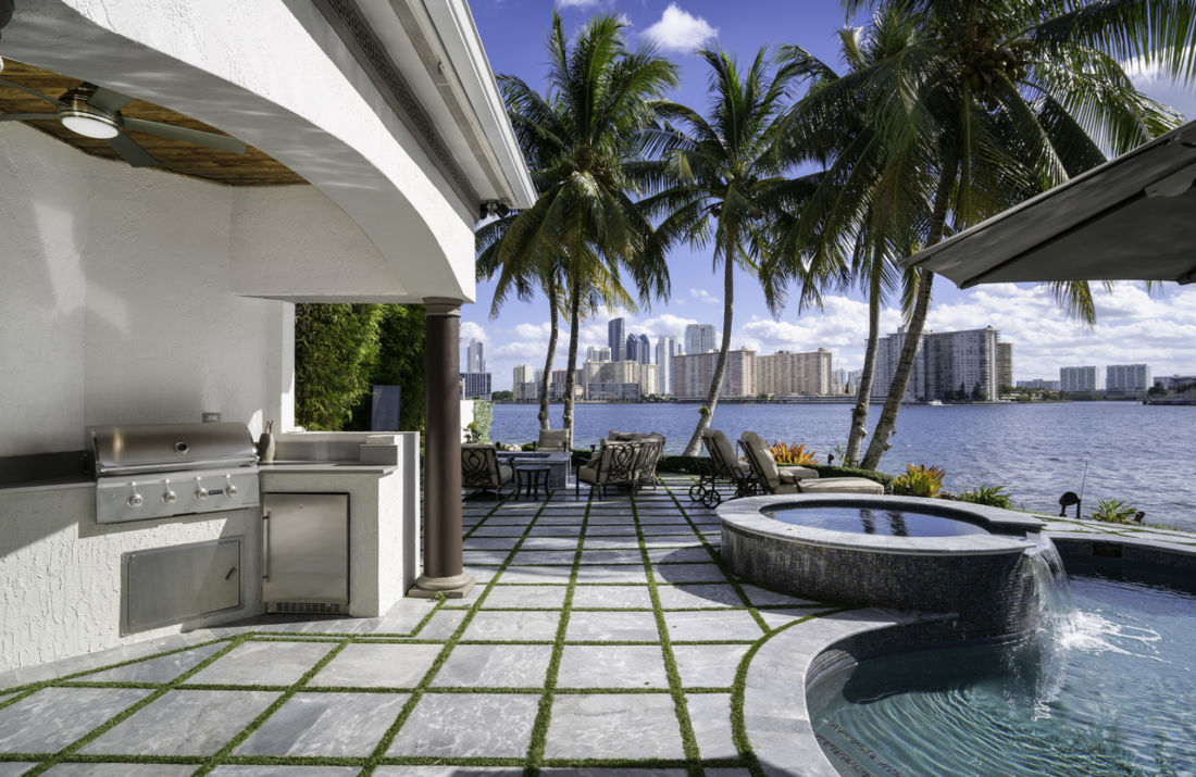 Le hit maker DJ Khaled met en vente sa somptueuse villa à Miami