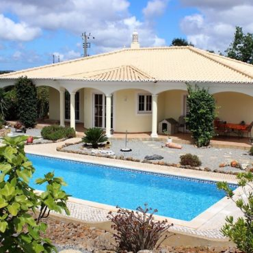 Acheter une villa avec piscine à Faro, Portugal