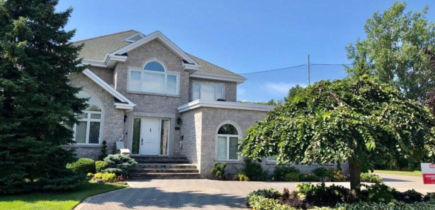 Maison à vendre à Montréal, 4 chambres   Realty Luxe