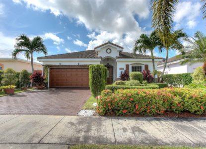 Villa spacieuse avec jardin à Miami, USA