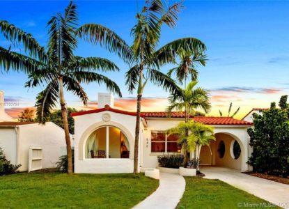 Villa d'un lot de 6453 pieds carrés à Miami USA